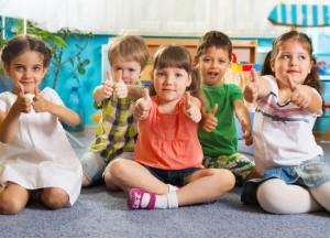 five-little-children-with-thumbs-up-xs