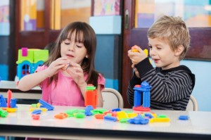 children-playing-with-blocks-in-classroom-xs